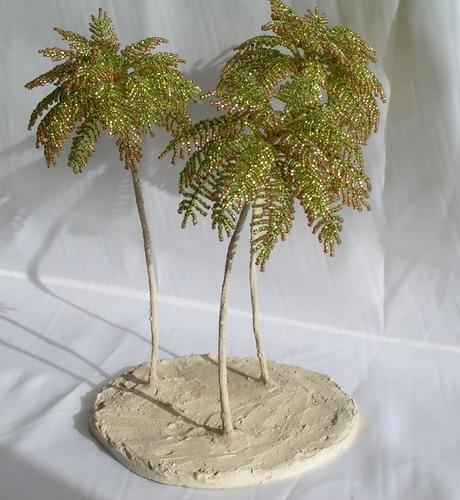 Пушистая пальма из бисера