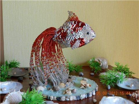 Золотая рыбка из бисера: