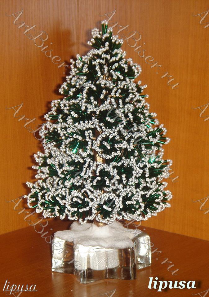 Из зеленого стекляруса можно сплести елочку из бисера в снегу или елочку из бисера в искрах огней. .
